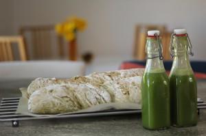 Juice och bröd med frukt och grönt som bas