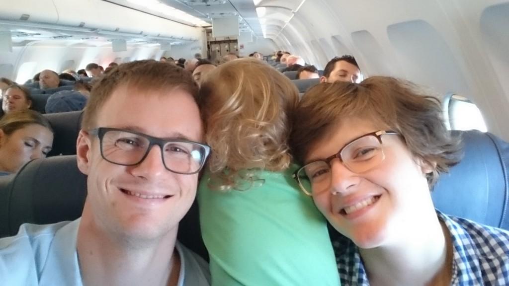 Julia snackade med alla flygets passagerare även på vägen hem :)