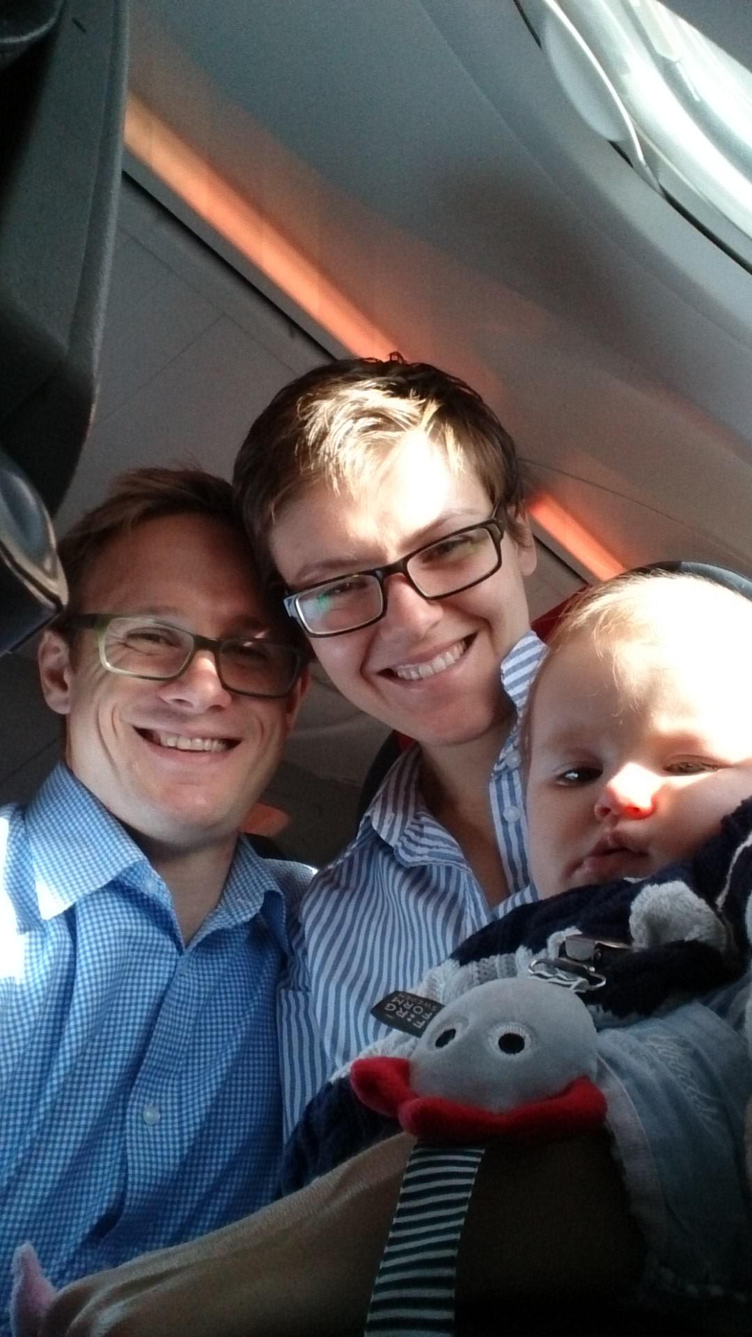 Lilla familjen på flyget till Prag